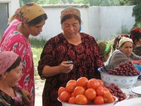 At the market, Tajikistan, photo by Kate Dixon, 2008 (Source: Wikimedia Commons)
