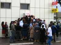 The big queue at an ATM in Masalli, Azerbaijan, 2008 (Source: Wikimedia Commons)