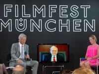 Strategic investors. Dr. Stephan Goetz, Warren Buffett (on video link) and Baronin Ariane de Rothschild at the Munich Film Festival,2012 (Source: Wikimedia Commons)