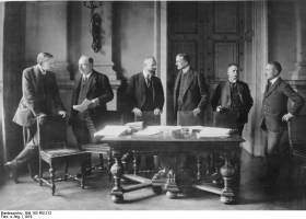 The German delegation at the Treaty of Versailles, 1919 (Source: Wikimedia Commons)