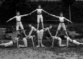 Exercises in Tábor, 1924, photographed by Šechtl and Voseček (Source: Wikimedia Commons)