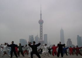 Tai Chi Chuan on the Bund in Shanghai, China. Photography by J. Gremillot, 2005 (Source: Wikimedia Commons)