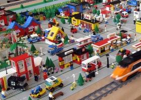 La Asociación Cultural de Aficionados a LEGO® de España, 2012 (Source: Wikimedia Commons)