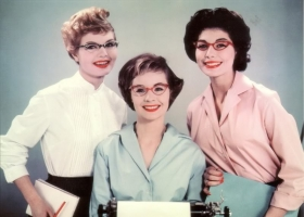 1950s office workers, in cats eye glasses (Source: Wikifashion.com)