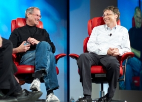 Steve Jobs and Bill Gates at 'D5: All Things Digital' conference in Carlsbad, California, in 2007 (Source: Wikimedia Commons)