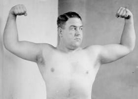 Wrestler Frank Leavitt, Chicago, 1924 (Source: Wikimedia Commons)