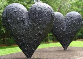 Two Big Black Hearts, Jim Dine, 1985, Bronze, courtesy deCordova Museum and Sculpture Park, Lincoln MA