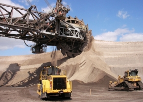 Bucket wheel excavator at the Tagebau Garzweiler mine, Germany (Source: Wikimedia Commons)