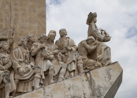 Henry the Navigator leading Vasco da Gama, Magellan and others. Monument of the Discoveries, Lisbon, Portugal (Source: Wkimedia Commons)
