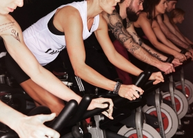 Group spinning Portland Spin Studio, 2013 (Source: Wikimedia Commons)